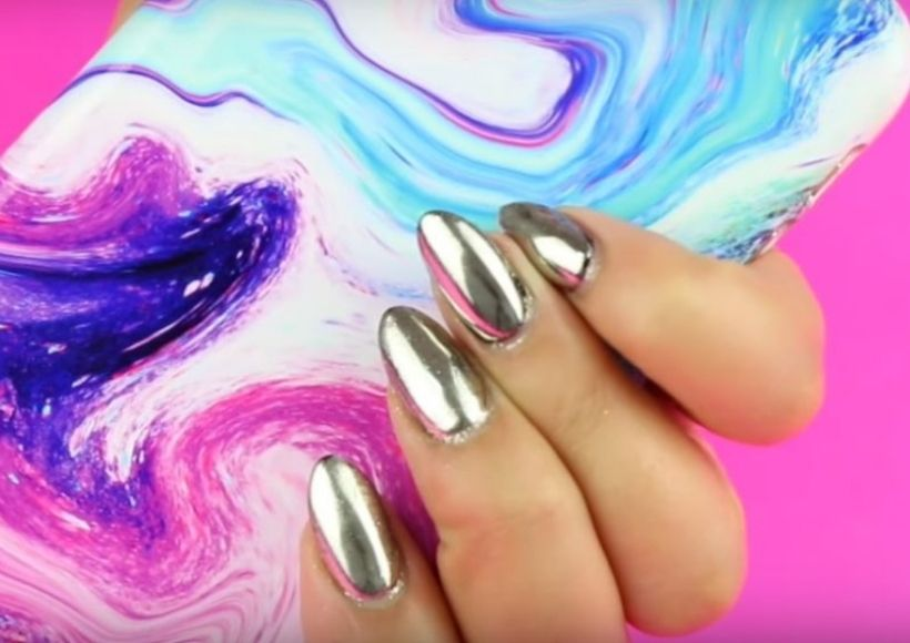 holographic nails 2020