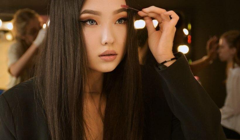 Trend - Bushy Eyebrows