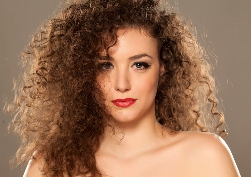 Obsession With Curly Hair? Eliminate Frizz With These Tips!